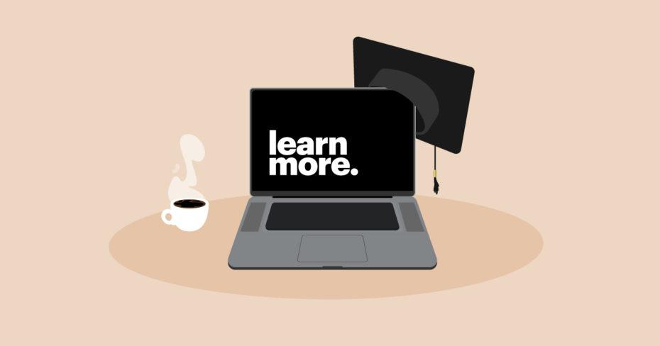 Formation continue, illustration d'un ordinateur portable portant un chapeau de diplômé